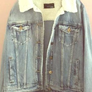 Jean jacket with Sherpa trim